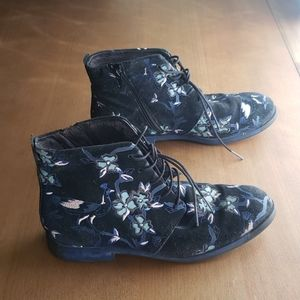 Camper womens size 41 twins embroidered boo